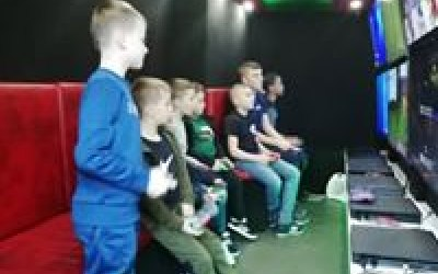 All players sit facing one way and can interact; perfect for multiplayer games